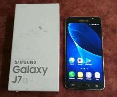 Samsung Galaxy J7 2016 Libre de Fabrica. Excelente Poco Uso. Tomo Celular Y Plata.